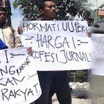 """Unjuk Rasa, Jurnalis di Daerah Ini Beri """"Kado"""" Buat TNI"""