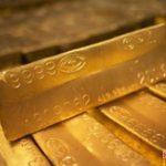 Emas Naik dipicu Pelemahan Ekuitas dan Dolar AS