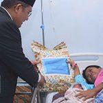 Walikota Gorontalo Beri Kado HUT-RI Kepada Ibu yang Melahirkan