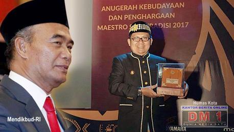 Lagi, Walikota Marten Taha Terima Penghargaan dari Kemendikbud-RI