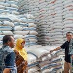 Ke Gudang Bulog, Komisi B DPRD Kota Gorontalo Pastikan Stok Pangan