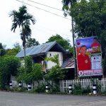 Baliho Caleg Anak Bupati ini Bikin Oma Pemilik Rumah Minggat Sambil Nangis