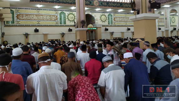 Tak Gubris Larangan MUI Gorontalo, Masjid Agung Baiturrahim Laksanakan Salat Jumat
