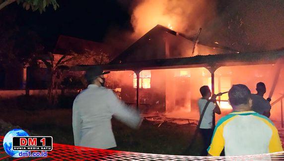 Diduga Karena Korsleting, Satu Rumah di Bubeya Diamuk Api