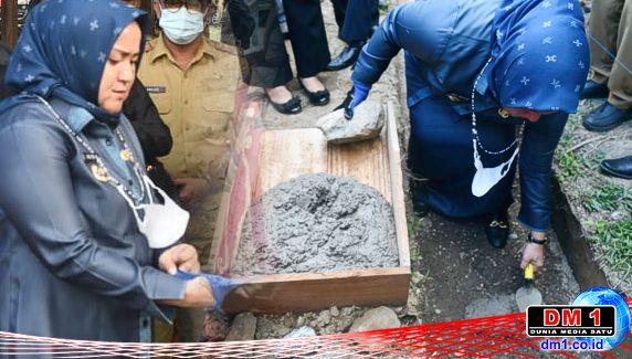 Plt Bupati Koltim Letakkan Batu Pertama Pembangunan Ponpes Desa Nelombu