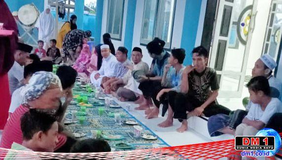 Komponen Desa Sogitia Adakan Bukber & Bagi-bagi Takjil, Ayah Mito: Semata Saling Berbagi Rezeki