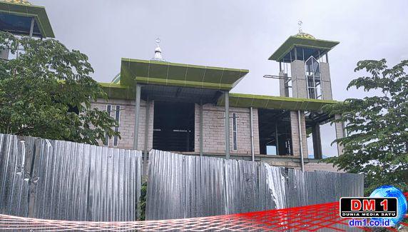 Sekilas Kondisi Proyek Masjid Jabal Nur Rate-rate: Talang Bocor, Air Hujan Merembes ke Dinding
