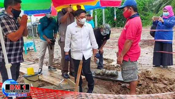 Bupati Hamim Letakkan Batu Pertama Masjid di Desa Terpencil, Kades Yusuf: Terima Kasih